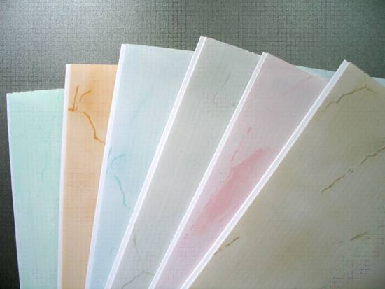 montazh-na-potolok-plastikovyh-paneley